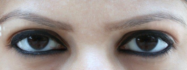 Maybelline Colossal Kajal 12 H Eye Swatch