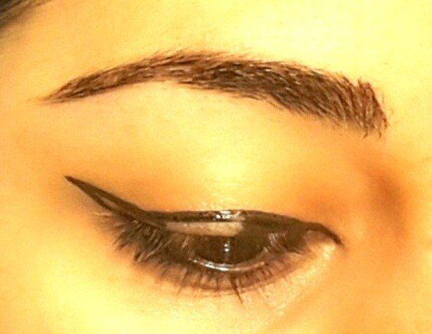 Easy Winged Eye Liner Tutorial 4