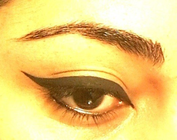 Easy Winged Eye Liner Tutorial 6