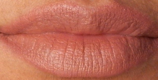 NYX MATTE LIPSTICK Eurotrash and Natural review and swatches (9)