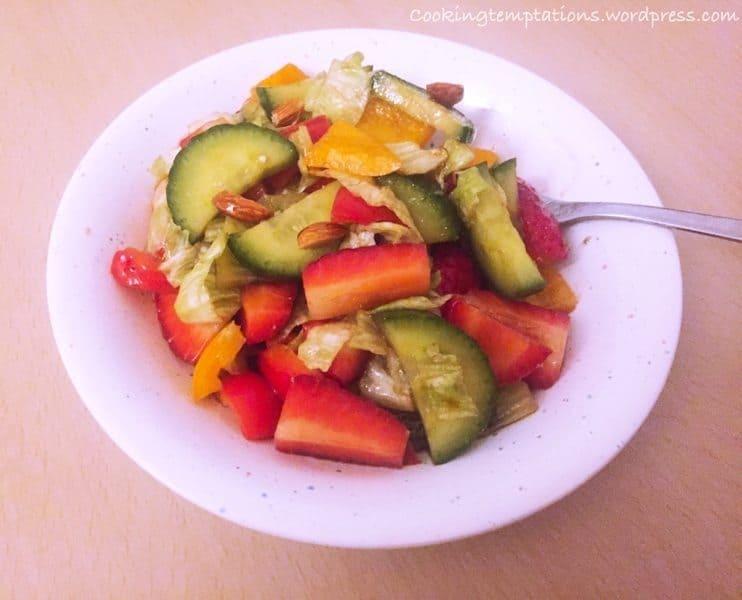 Strawberry Salad with Balsamic Dressing !Om Nom Nom ;) 3