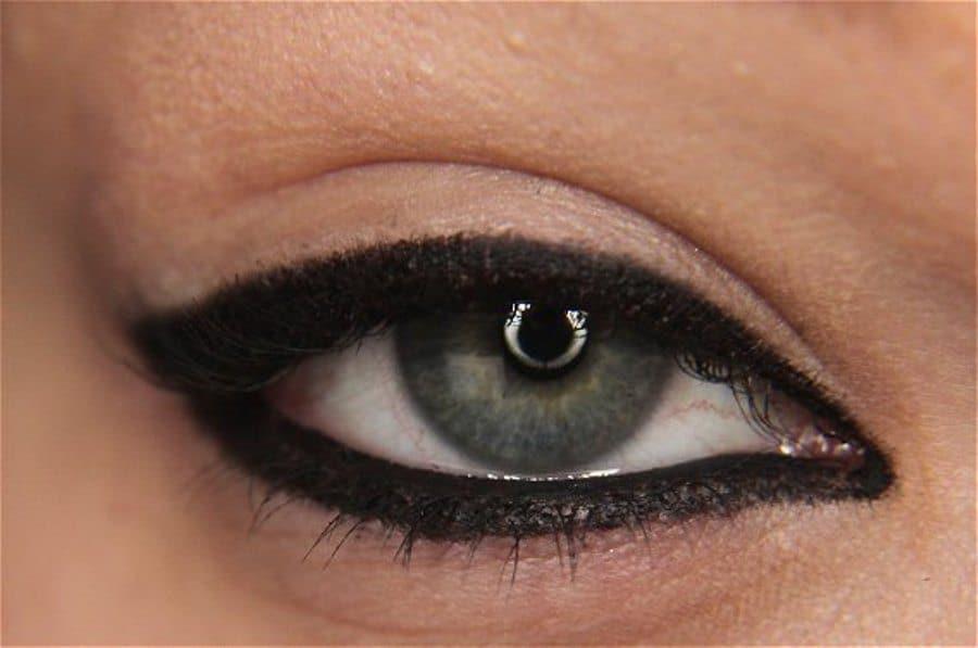 Makeup tips for making eyes look bigger
