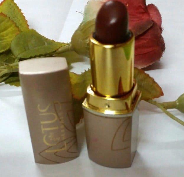 Lotus Herbals Pure Colors Lipstick Sassy Mocha Review