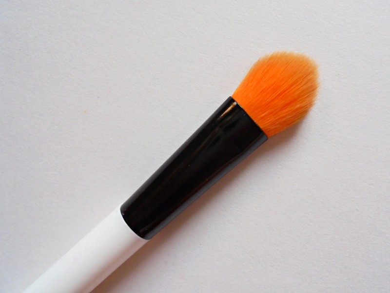Colorbar Emphaseyes Eye Blending Brush Review 1