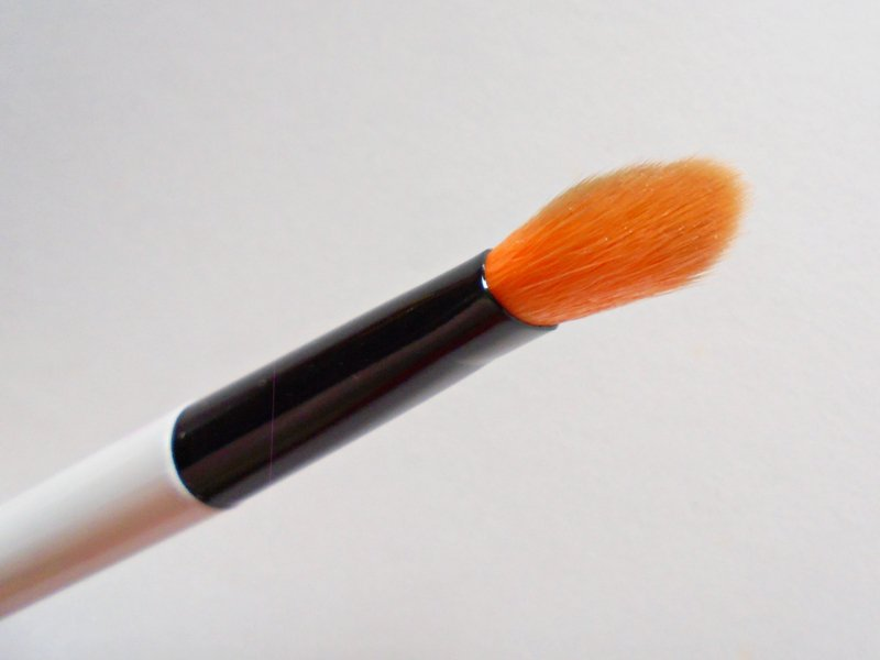 Colorbar Emphaseyes Eye Blending Brush Review 2