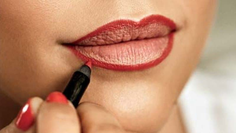 How To Apply Lipstick 3