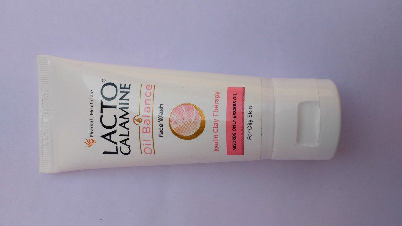Lacto Calamine Oil Balance Face Wash
