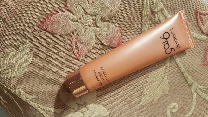 Lakmé 9 to 5 Weightless Mousse Foundation 1