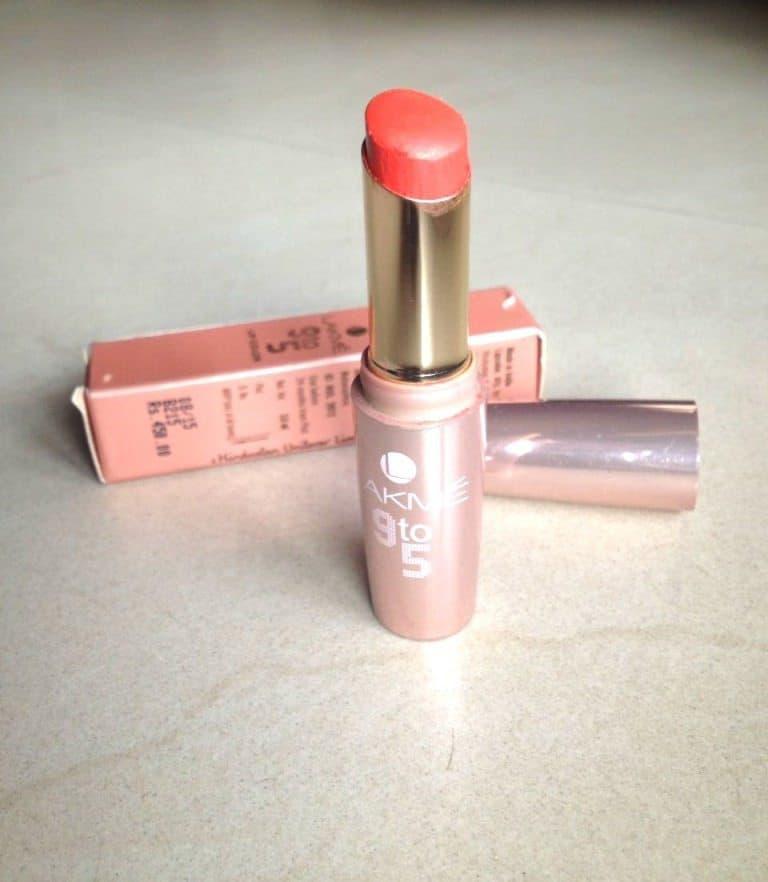 Lakme 9 to 5 Creaseless Matte Lipstick Orange Edge 1Review
