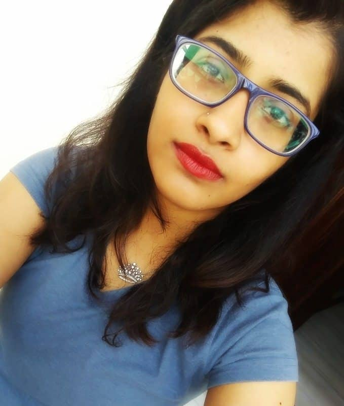 Lakme 9 to 5 Weightless Matte Mousse Lip and Cheek Color Burgundy Lush Review 5