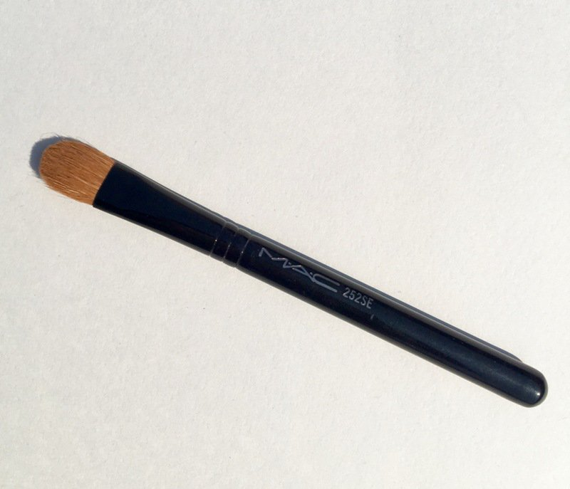 MAC 252SE Short Handle Large Shader Brush