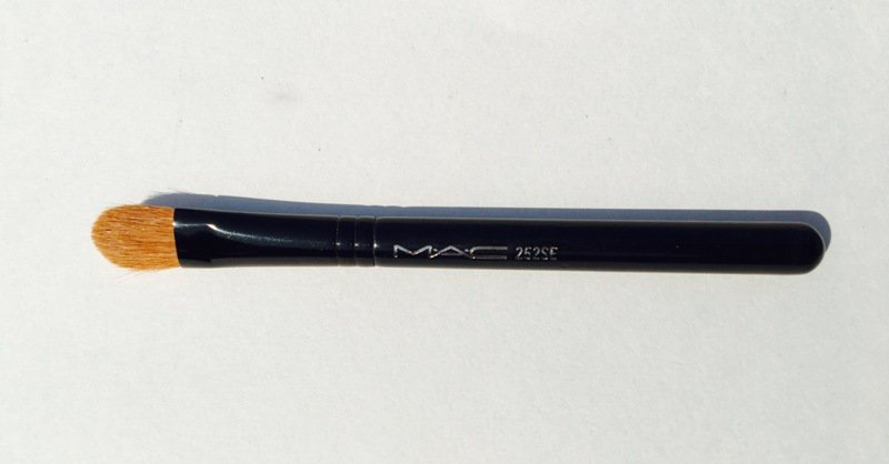MAC 252SE Short Handle Large Shader Brush  3