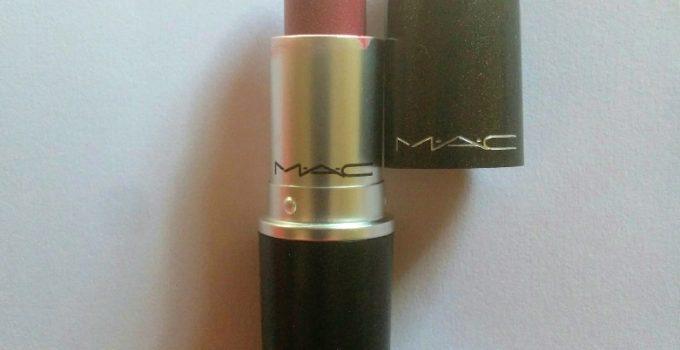 MAC Captive Satin Lipstick 1