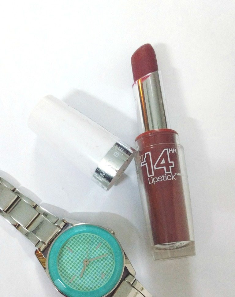 Maybelline Super Stay 14hr Lipstick Timeless Crimson 075 Review 1