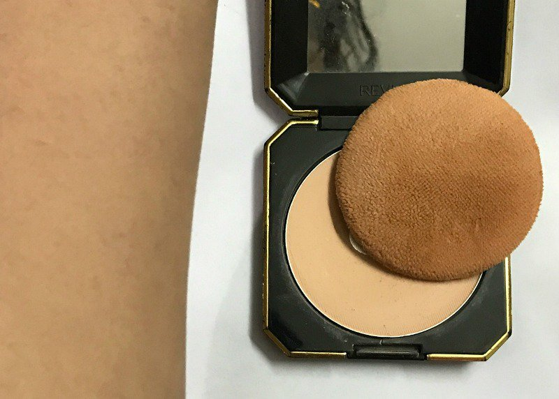 Revlon Touch and Glow Best Compact Powder 2
