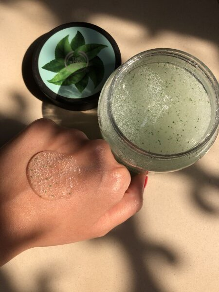 The Body Shop Fuji Green Tea Body Scrub 1