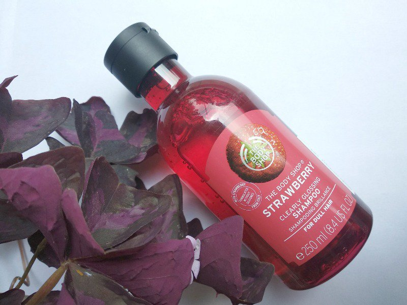 The Body Shop Strawberry Clearly Glossing Shampoo
