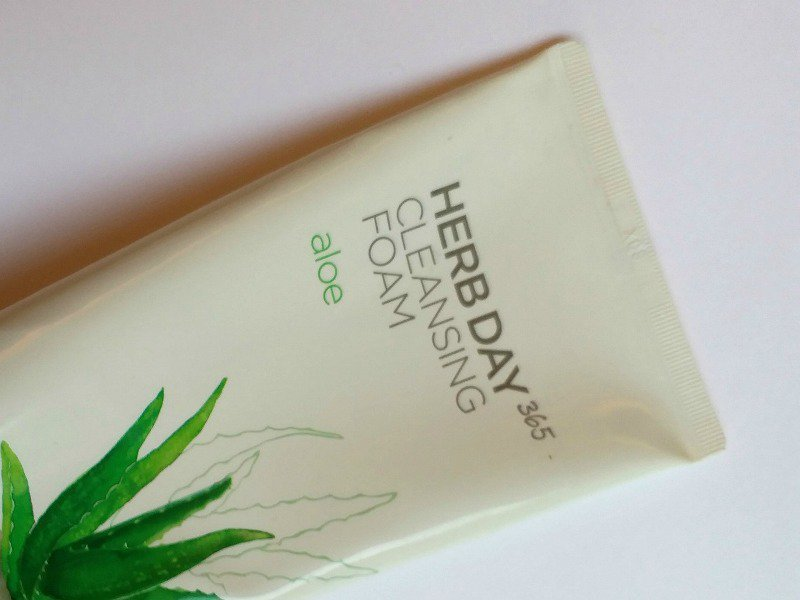 The Face Shop Aloe Cleansing Foam Review  3
