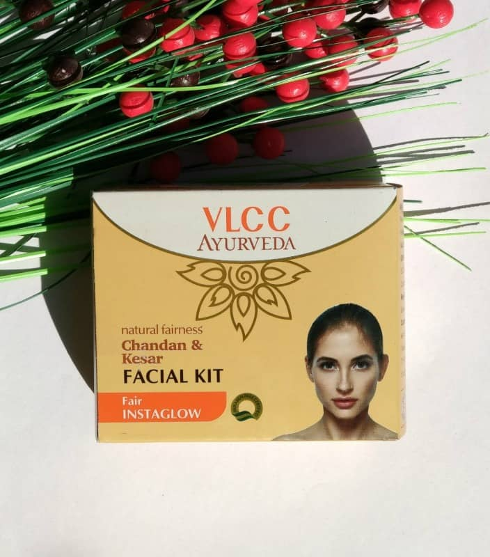 VLCC Ayurveda Chandan and Kesar Facial kit 1