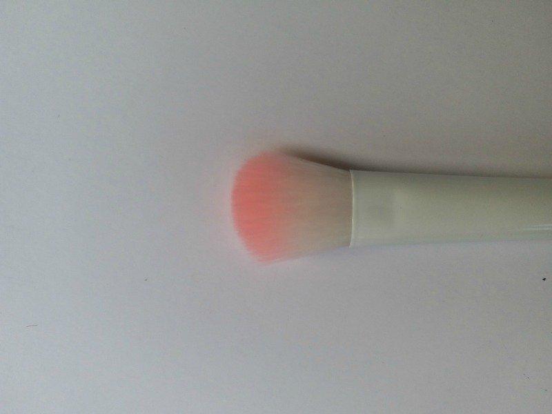 Wet n Wild Eyeshadow Brush and Concealer Brush 1